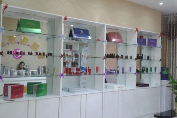 美容院产品展示柜的创意思维有很多环节