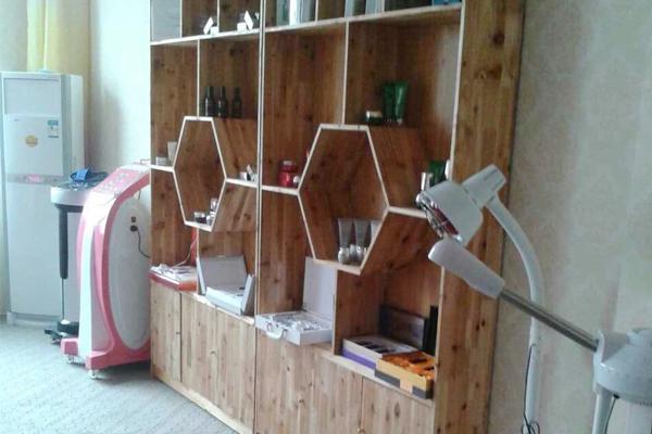 美容院欧式产品展示柜图片