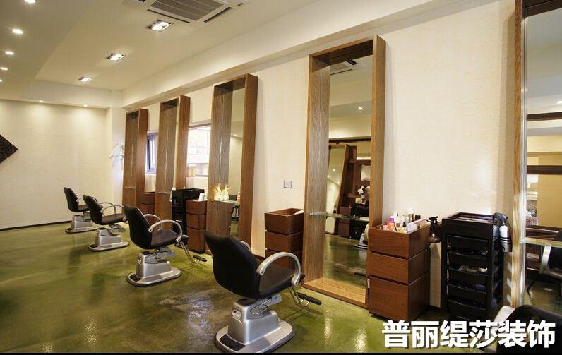 尤其是那些定位高端的理发店,如果环境时尚而富有创意,那么给人的感觉
