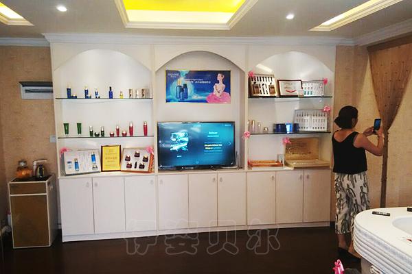 从装修角度来看,武汉美容院加盟店,遵循的是现代中式的格调,主色调是图片