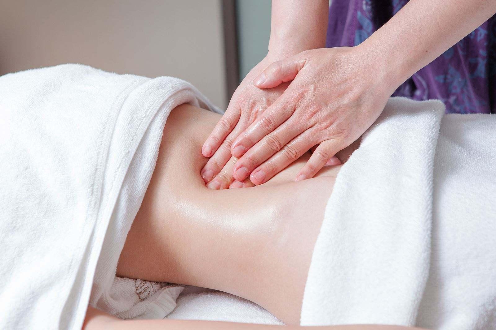 美容院腹部按摩的功效及其专业手法