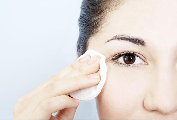 正确的面部卸妆步骤,洁净肌肤无残留